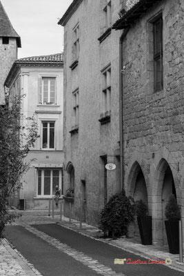Rue de l'église. Cité médiévale de Saint-Macaire. 28/09/2019. Photographie © Christian Coulais