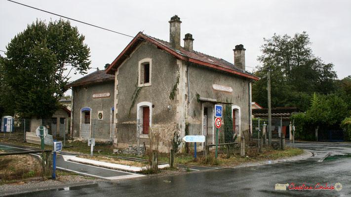 Gare ferroviaire de Citon-Cénac en cours de réhabilitation. Cénac, 21/12/2009