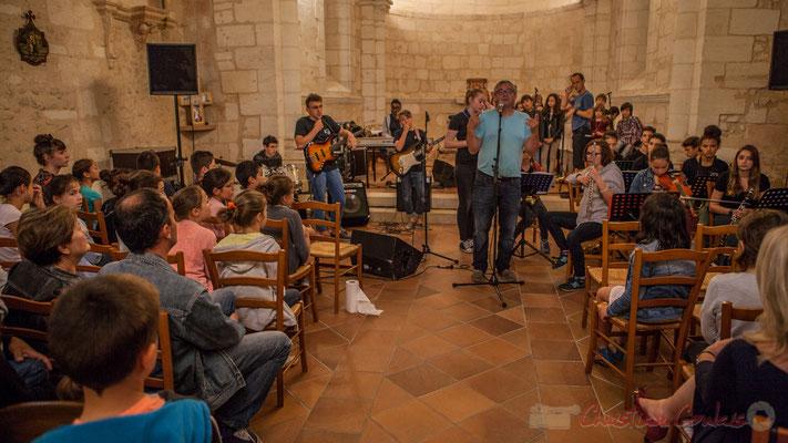 Richard Raducanu présente Caroline Turtaut et les élèves du TAP de l'école primaire de Cénac. Festival JAZZ360 2016, 10/06/2016