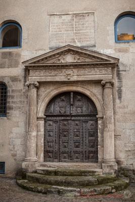 21 Portail de l'ancienne chapelle de l'Hôtel-Dieu-Saint-Esprit, Arles