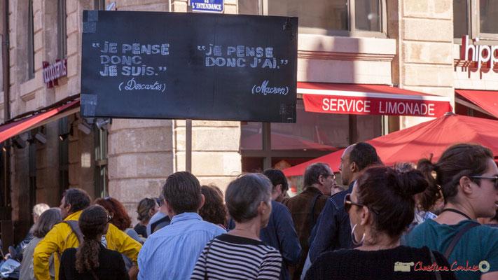 """""""Je pense donc je suis. Descartes Je pense donc j'ai. Macron"""" Manifestation intersyndicale de la Fonction publique, place Gambetta, Bordeaux. 10/10/2017"""