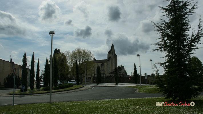 L'église Saint-André, au carrefour des avenues de la République, des Chênes, des allées des écoliers et du square Saint-André. Cénac, 14/04/2009