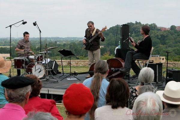 Philippe Bayle Trio; Didier Ottaviani, Iazid Ketfi, Philippe Bayle. Festival JAZZ360 2011, Quinsac, face au coteau de Camblanes-et-Meynac. 05/06/2011