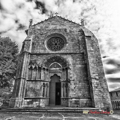 Façade de l'église Saint-Sauveur et son portail, cité médiévale de Saint-Macaire. 28/09/2019. Photographie © Christian Coulais