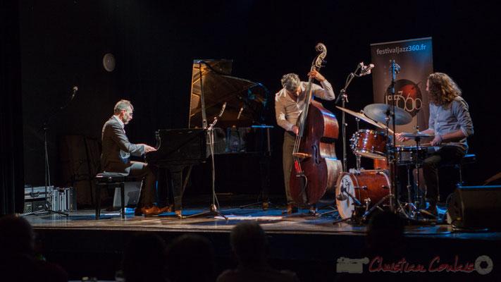 Trio Marcelle, Cédric Jeanneaud, piano, compositions; Laurent Vanhée, contrebasse; Jéricho Ballan, batterie. Soirée Cabaret JAZZ360, 05/11/2016