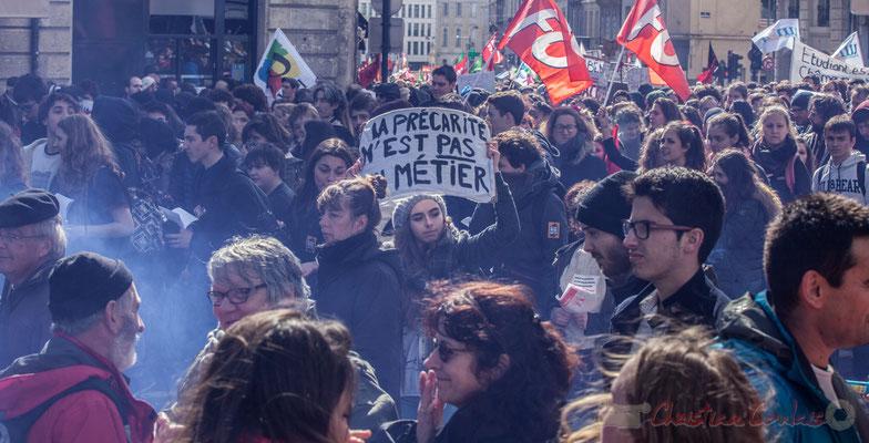 """14h24, """"La précarité n'est pas un métier"""". Place Gambetta"""