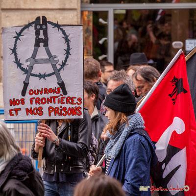 """10h53 """"C.N.T. """"Ouvrons nos frontière et nos prisons"""" Rue du Docteur Nancel-Pénard, Bordeaux. 01/05/2018"""