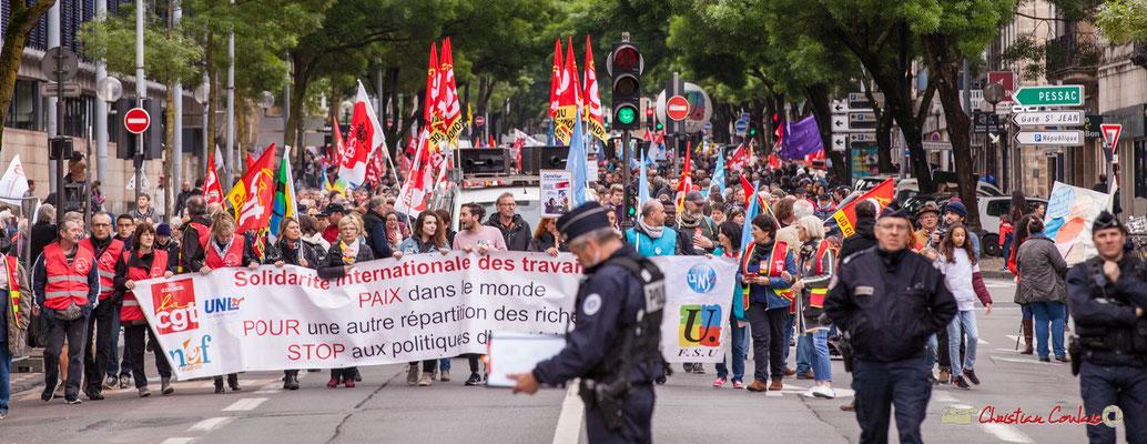 10h27 Un long et dense cortège va défiler, 3 000 selon la police, 10 000 selon les syndicats. Cours d'Albret, Bordeaux. 01/05/2018