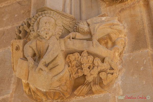 Détail d'un châpiteau, Sanctuaire-Forteresse de Santa María de Ujué, Navarre / Detalle de una castidad tallada, Santuario-Fortaleza de Santa María de Ujué, Navarra
