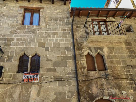 Fenêtres gothiques sur façades / Ventanas góticas en fachadas, Aibar, Navarra
