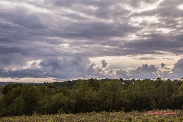 Ciels et nuages, dimanche 19 avril 2020, 19h15, Haut-Brignon, Cénac. Photographie : Christian Coulais / 70mm