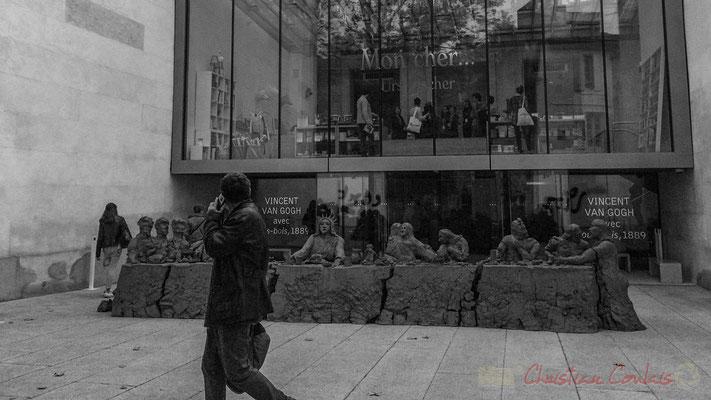 """""""Eh vous là, oui vous au téléphone"""". D'après l'œuvre de Urs Fischer, last supper, 2014. Fondation Vincent van Gogh, Arles"""