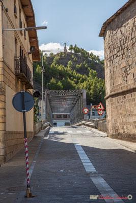 Le Pont de fer et l'entrée dans la ville, avec l'église à droite / El Puente de Hierro y la entrada a la ciudad, con la iglesia a la derecha, Sangüesa, Navarra