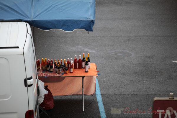 Etal de produits asiatiques, Marché de Créon, Gironde