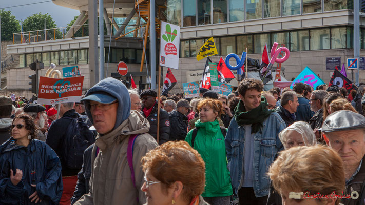 """""""Indépendance des médias"""" Manifestation du 1er mai 2017, avec la France Insoumise, cours d'Albret, Bordeaux"""