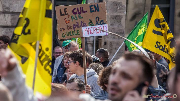"""""""Le cul en l'air on te pète à la gueule Macron"""" (Réutilisation de l'affiche) Manifestation contre la réforme du code du travail. Place Gambetta, Bordeaux, 12/09/2017"""
