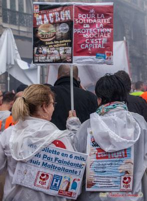 """""""Rien n'est bon dans Mac'Ron, seuls les patrons en raffolent"""" """" Pour la solidarité de la protection sociale c'est capital"""" Manifestation contre la réforme du code du travail. Place Gambetta, Bordeaux, 12/09/2017"""