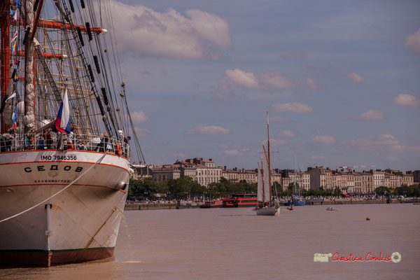 Poupe du Sedov et embarcation à voile. Bordeaux fête le fleuve. 22/06/2019 Reproduction interdite - Tous droits réservés © Christian Coulais