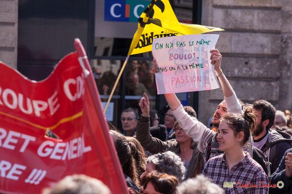 """14h45 """"On a pas le même bouot, mais on a la même passion !"""" Manifestation intersyndicale de la Fonction publique/cheminots/retraités/étudiants, place Gambetta, Bordeaux. 22/03/2018"""