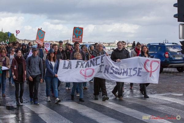 Banderole France Insoumise, et ses centaines de participants. Manifestation du 1er mai 2017, avec la France Insoumise, quai Richelieu, Bordeaux