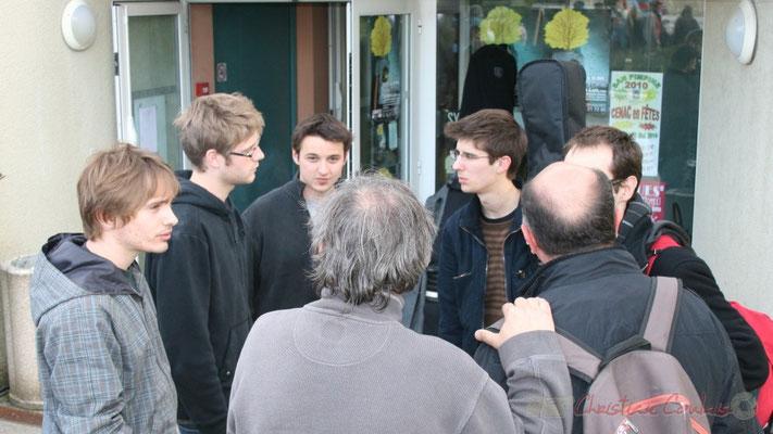 Mathias Monseigne de profil, Hugo Raducanu, de face. Entracte entre le Big Band du conservatoire et Fada. Festival JAZZ360 2010, Cénac. 14/05/2010