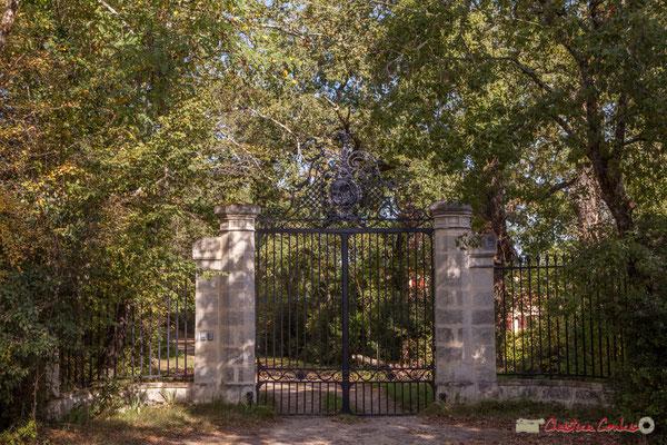 Portail du Domaine Poujade-La Roussellière. Allée Lamothe, Cénac, Gironde. 16/10/1017
