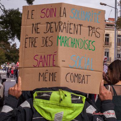 """""""Le soin, la solidarité ne devraient pas être des marchandises, santé-social même combat"""" Manifestation intersyndicale, Bordeaux, mardi 5 octobre 2021. Photographie © Christian Coulais"""