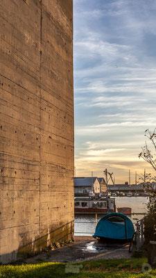 S.D.F. et son vélo, tente ECHOUA, Base sous-marine, Bordeaux, samedi 5 décembre 2015