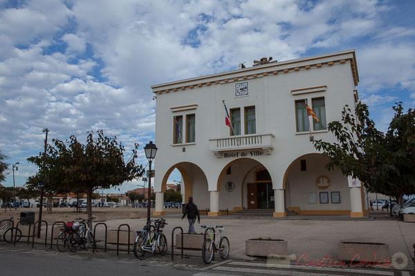Hôtel de ville, place des Gitans, avenue de la République, les Saintes-Maries-de-la-Mer