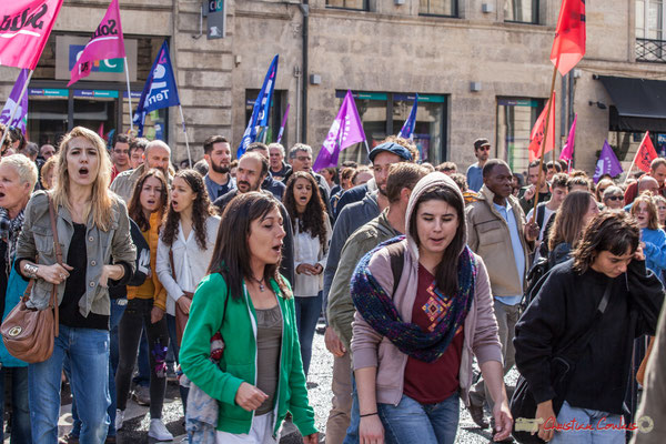 """""""Jeunesse et slogans scandés"""" Manifestation contre la réforme du code du travail. Place Gambetta, Bordeaux, 12/09/2017"""