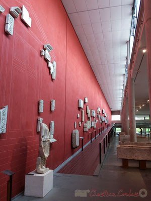 « Cité muséale », Henri Ciriani. L'architecte conçoit une passerelle au-dessus de la fosse aux mosaïques : la contemplation des pavements de grande taille devenant ainsi plus aisée