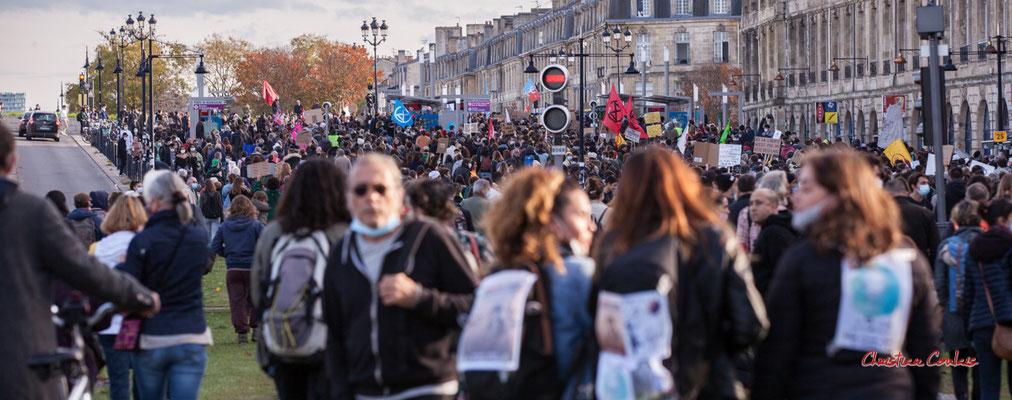 """""""Arrêt TBM Porte de Bourgogne"""" Manifestation contre la loi Sécurité globale. Samedi 28 novembre 2020, quai Richelieu, Bordeaux. Photographie © Christian Coulais"""
