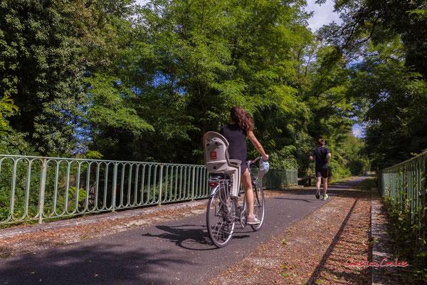 """""""Piste cyclable Roger Lapébie, on y marche, on y courre"""" De Frontenac à Espiet; 11km. Ouvre la voix, samedi 4 septembre 2021. Photographie © Christian Coulais"""