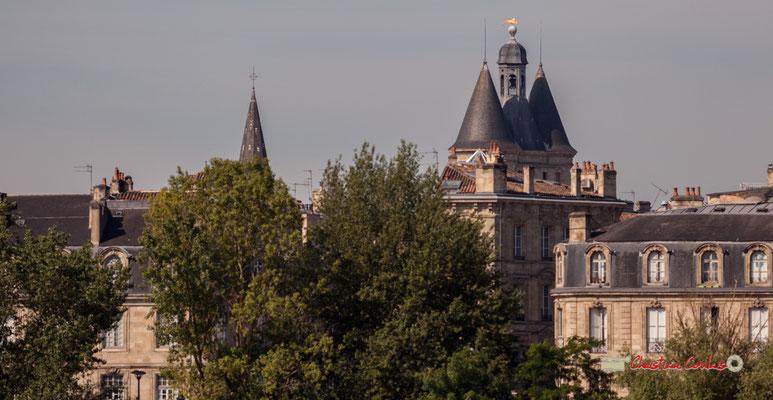 Au loin le beffroi de l'ancien hôtel de ville dite Grosse Cloche. Bordeaux, 22/06/2019 Reproduction interdite - Tous droits réservés © Christian Coulais