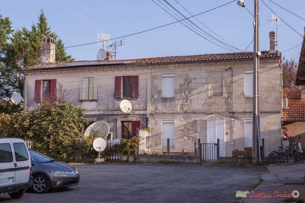 3 Habitats vernaculaires, place (privée) de Mons. Avenue de Mons, Cénac, Gironde. 16/10/2017