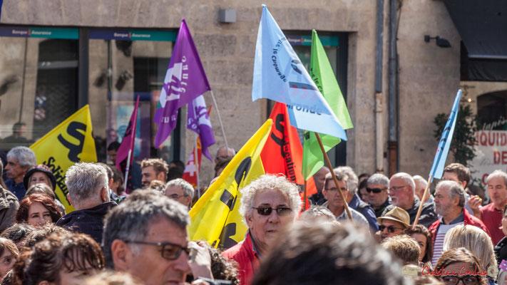 """""""Sud Solidaires, les plus photogéniques, car les drapeaux sont multicolores !"""" Manifestation contre la réforme du code du travail. Place Gambetta, Bordeaux, 12/09/2017"""
