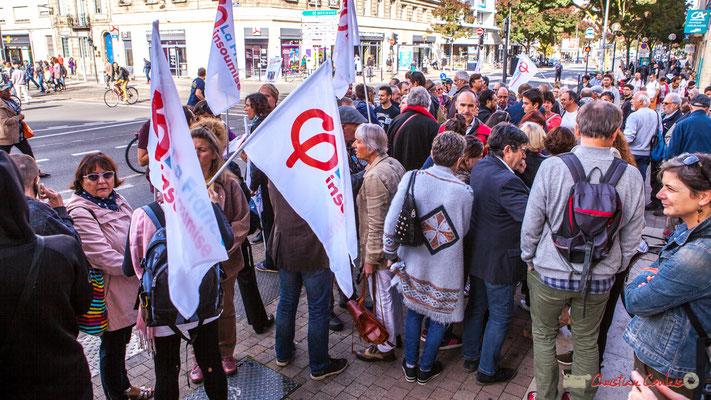 11h38 Rassemblement de la France insoumise, avec en son centre Loïc Prud'Homme, Député de la Gironde. Manifestation intersyndicale de la Fonction publique, cours d'Albert, Bordeaux. 10/10/2017