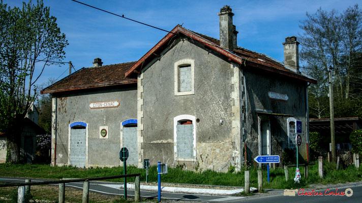 Gare ferroviaire de Citon-Cénac, murée depuis de longues années, propriété du département de la Gironde transférée à la Communauté de Communes des Portes de l'Entre-Deux-Mers. 14/04/2009