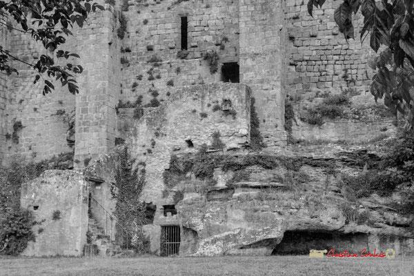Remparts de la cité médiévale de Saint-Macaire. 28/09/2019. Photographie © Christian Coulais