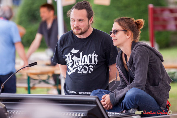 Charlotte Leric et Aurélien assurent la sonorisation des concerts extérieures. Festival JAZZ360, Quinsac. 10/06/2018