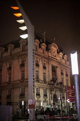 Extérieur nuit, un des pavillons de la Gare saint-Jean, Bordeaux