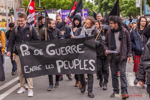 """10h37 Mouvement anarchiste / C.N.T. """"Pas de guerre entre les peuples"""" Cours d'Albret, Bordeaux. 01/05/2018"""