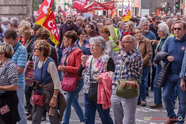 Militant P.C.F. à l'olifant / oliphant. Manifestation intersyndicale de la Fonction publique, place Gambetta, Bordeaux. 10/10/2017