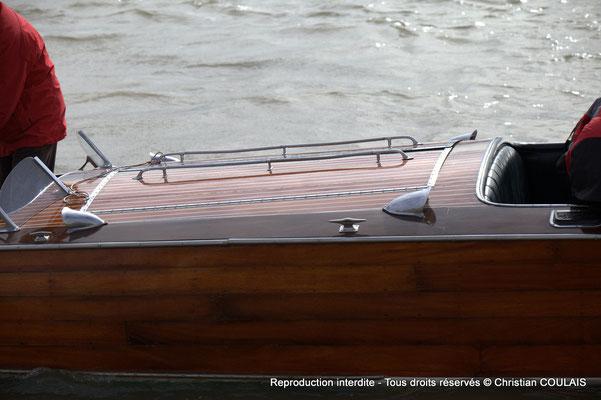 B Partie centrale du bateau Chris Craft Riviera depuis la gabare les Deux Frères. Bordeaux, samedi 16 mars 2013
