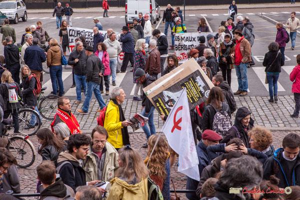 """10h06 Patrick Maupin, référent Climat-Énergie Greenpeace Bordeaux : """"Demandez Politis, Numéro spécial Mai 1968"""". Place de la République, Bordeaux. 01/05/2018"""