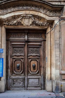 25 Porte double battant d'hôtel particulier, Arles
