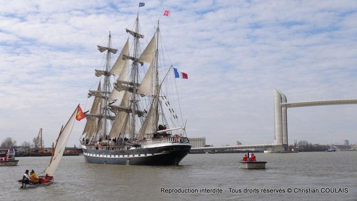 Inauguration du pont Jacques Chaban-Delmas en présence du Belem, trois-mâts barque français à coque acier, et de la gabarre les Deux Frères. Bordeaux, samedi 16 mars 2013