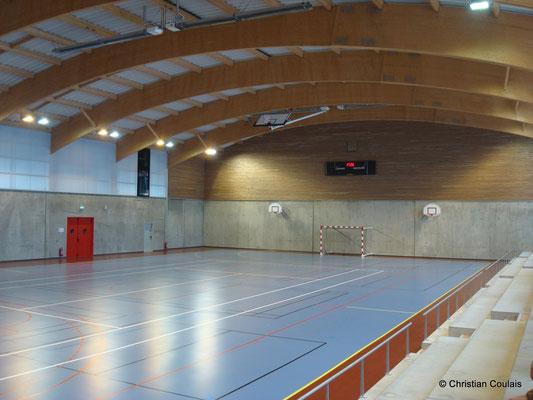 Intérieur du gymnase du collège Camille Claudel. Latresne, Gironde