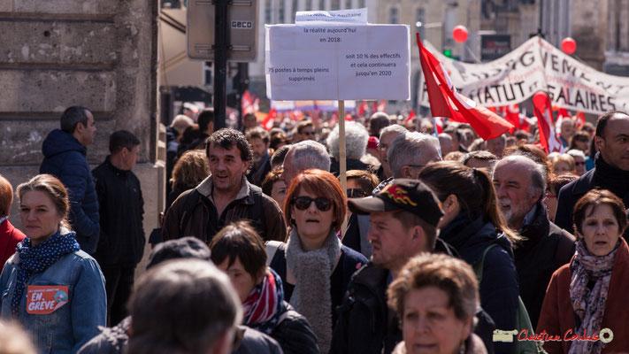 """14h35 Agence Régionale de la Santé Nouvelle-Aquitaine, la réalité aujourd'hui en 2018 : 75 postes à temps plein supprimés, soit 10% des effectifs et cela continuera jusqu'en 2020."""" Manifestation intersyndicale de la Fonction publique, Bordeaux. 22/03/2018"""