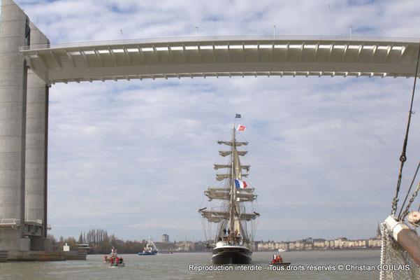 Inauguration officielle en présence du Président de la République française, François Hollande, avec la passage du Belem sous le tablier du Pont Chaban-Delmas. Bordeaux, samedi 16 mars 2015